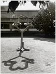 WAT003003127 Foto: Op zaterdag 29 mei 1976 is er een kunstwerk onthuld (het leek op een kronkelknoop)Het was een ...