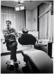 WAT003003196 Foto: Tandarts en hypnotherapeut H. Bloem bij zijn stoei, waarin patiënten van pijn en angst worden ...