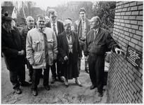 WAT003003242 Foto: Het beheerdersechtpaar Pinkse (r.) en M. Havik (I.) bij de officiële eerste steen voor het nieuwe ...