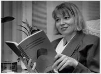 WAT003003275 Foto: De Landsmeerse Lieneke van Eenigen promoveerde donderdag 29 oktober 1992 aan de Vrije Universiteit ...