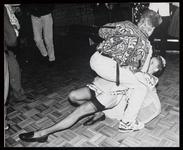 WAT003003361 Goud van Oud-feestavond in het Dorpshuis van Watergang. ( De Boet)Foto: Dat je de jaren vijftig niet hoeft ...