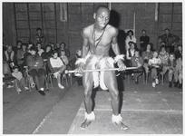 WAT003003429 Cultuurfestival in het Dorpshuis van Landsmeer.Foto: Een van de Zimbabwaanse dansers voerde op ...