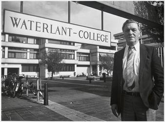 WAT003003715 Foto: de Landsmeerder Ben Wilders nam afscheid van het Waterlant College. Hij werkte 28 jaar als leraar ...
