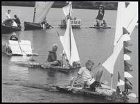 WAT003003742 Foto: piratenschepen, vlotten en andere varende objecten tijdens de pieremachochelwedstrijden van ...