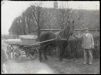 WAT003003855 Gerrit de Lange van het Oudelandsdijkje (nu Molenpad). Hij was molenaar van de standaardkorenmolen 'De ...