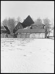 WAT003003872 Achterkant van de stolpboerderij met hooiberg en schuur aan de Westerweg nummer 21.
