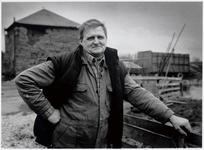 WAT003003903 Foto: Rinus Havik was naast zijn werk als vaarboer/ veehouder, 25 jaar actief als drager bij ...