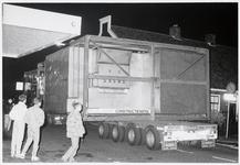 WAT003003801 ransportbedrijf Saan uit Amsterdam vervoerde een eiertransportmachine door Landsmeer.Waarschijnlijk ...