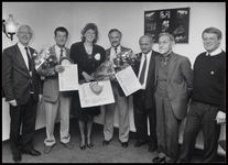 WAT003003914 Foto: Het Ilper comité met de drie Edison-winnaars. V.l.n.r.: Burgemeester K. Kerkhoven, Gerrit ...