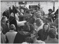 WAT003004012 Aankomst Sinterklaas.Foto: Kinderen uit Purmerland moesten naar het Noordhollands kanaal rijden om daar de ...