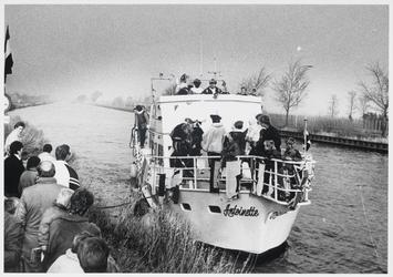 WAT003004014 Aankomst Sinterklaas.Foto: Kinderen uit Purmerland moesten naar het Noordhollands kanaal rijden om daar de ...