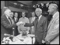 WAT003004160 Voetbalclub SV Ilpendam vierde haar veertig jarig jubileum.Foto: burgemeester Klaas Kerkhoven en wethouder ...