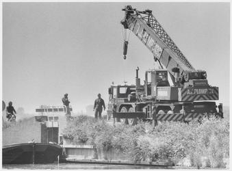 WAT003004223 Werkzaamheden aan een bruggetje langs het NH kanaal.