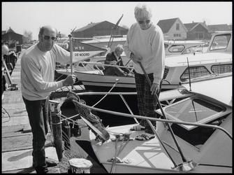 WAT003004157 Jachthaven W.s.v. De Noord vierde zijn twintig jarig bestaan.Op de foto Henk en Trina Coolen op hun boot ...