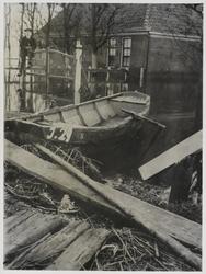 WAT003004233 Als gevolg van een zware noordwester storm brak in januari 1916 de Waterlandse Zeedijk tussen Monnickendam ...