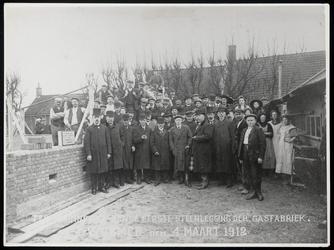 WAT003004339 Van links naar rechts, voorgrond: 1. Dirk Kooiman (burgemeester/ secretaris van Wormer, 2. Petrus Keet ...