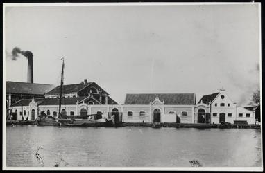 WAT003004364 Stoom-oliefabriek 'De Liefde' omstreeks 1900.