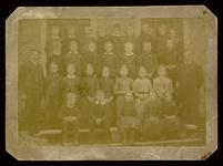 WAT003004453 Schoolfoto. Gemeenteschool Wormer. Groep leerlingen en onderwijzend personeel van de gemeenteschool (later ...