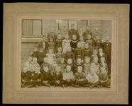 WAT003004456 Schoolfoto. Gemeenteschool Wormer No. 4. Groep leerlingen en onderwijzend personeel van de gemeenteschool ...