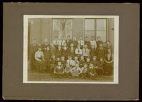 WAT003004461 Gemeenteschool Wormer. Groep leerlingen en onderwijzend personeel van de gemeenteschool (later school oost ...