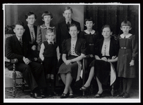 WAT003004491 Familie Mak.Foto v.l.n.r. achter; Jan Mak, Rika Mak, Rie Mak, Henk Mak, Gina Mak en Clazien mak.Voorste ...
