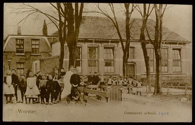 WAT003004324 Gemeenteschool. De openbare school te Wormer in 1905, later kwam er een ''school west'' (in 1921). Hierna ...