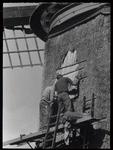 WAT003004543 Foto reparatie aan de Neckermolen.De Neckermolen is gebouwd omstreeks 1631 als poldermolen. Het is een ...