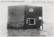 WAT003005016 Als gevolg van een zware noordwester storm brak in januari 1916 de Waterlandse Zeedijk tussen Monnickendam ...