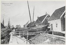 WAT003005017 Als gevolg van een zware noordwester storm brak in januari 1916 de Waterlandse Zeedijk tussen Monnickendam ...