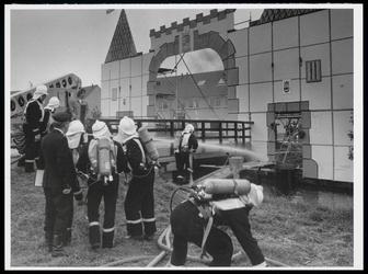 WAT003005600 team Volendam in aktie lege zeevang, brandweerwedstrijd