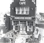 WAT006000686 Café Jan 'Motje' op de hoek van het Dril.Jan Kwakman (Jan Motje), kastelein, geboren op 15-11-1902 te ...