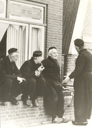 WAT006003713 Vlnr.: Andries Schilder (van Kakes), Cornelis Bootsman (Boos) en de Boer (Korn).Cornelis de Boer (Korn), ...