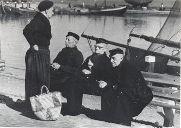 WAT006003723 Klaas Koning (Toetje), visventer, geboren op 14-01-1898 to Volendam, overleden op 01-10-1979 te Purmerend ...