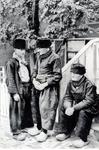 WAT006003726 Rechts : Hendrik Kwakman (Vossie), vissersknecht, geboren op 29-06-1874 te Volendam, overleden op ...