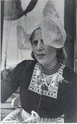 WAT006004126 Geertruida J Koning (Gaar Koopman), geboren op 22-07-1930 te Volendam., dochter van Cornelis (de Koopman) ...