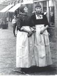 WAT006004245 Maartje Molenaar en haar zuster Duur Molenaar.Maartje Molenaar (Maartje van Stale Jan), geboren op ...