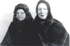 WAT006004251 Ant en Gaartje Bond (Muw).Antje Bond (van de Muw), geboren 30-07-1914, overleden 22-01-1999 te Volendam, ...