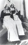 WAT006004282 Twee zussen, Lijst en Jannig Steur 'Drum'Elisabeth Catharina Steur (Lijst Drum), geboren op 13-01-1927 te ...