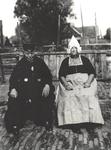 WAT006004461 Sijmen Kloot (van Kootjes Jan) en zijn vrouw Trijn de Lange (Peet van Bruggetje). Trijn had nog maar een ...