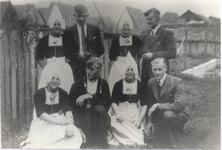 WAT006004658 Vlnr.boven: 1.Pietertje Koning, geboren op 20-09-1918 te Volendam. dochter van Gerrit Koning (van ...
