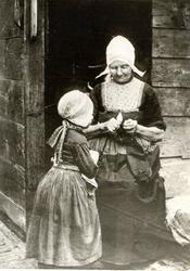 WAT006004672 Het meisje is waarschijnlijk Aafje Kok, geboren 17 november 1889 en gehuwd met ene Koolsteeg uit ...