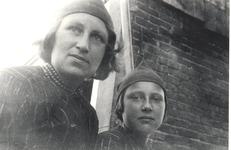 WAT006004711 Pietertje Bond, geboren op 09-08-1915, overleden op 05-08-1995. Gehuwd met Job Tol. Zij woonden aan de ...