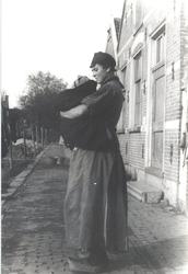 WAT006004731 Neeltje Keijzer (Zwarte Neel), geboren 05-07-1897 te Volendam, overleden op 16-09-1965 te Volendam op ...
