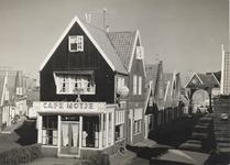 WAT006000687 Café Jan 'Motje' op de hoek van het Dril.Jan Kwakman (Jan Motje), kastelein, geboren op 15-11-1902 te ...