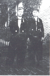 WAT006003748 Twee buurjongens uit de Overste Ludenstraat Kees Koning (Kees van Gerrit)zoon van Gerrit Koning en Neeltje ...