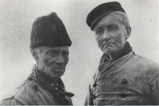 WAT006003759 Schout Klaas Kossie en Piet Jonk de haringtellerKlaas Schout 'Kossie Bruun', geboren 23-07-1844, overleden ...