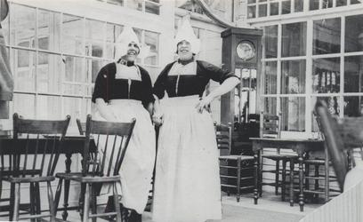 WAT006004225 In hotel Spaander.Aaltje Mooijer (Aal van de Pluk), geboren 22-07-1909, overleden 26-06-2000, dochter van ...