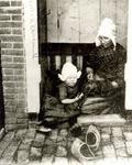 WAT006004673 De moeder is Neeltje Pooijer, (Neel van Aal van Set), geboren op 01-06-1866 te Volendam en overleden op ...