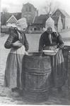 WAT006005206 Links: Gaartje Bond, beter bekend als (Gaartje van Duurtje), geboren op 25-03-1896 , overleden op ...