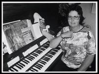 WAT003006529 Onderscheiden organiste Coby MulderAl op elfjarige leeftijd leverde Cobi Mulder in augustus 1955 ...